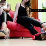 FETICHISMO DE PIES con AMA BENTLEY AND VICKY DOM 22