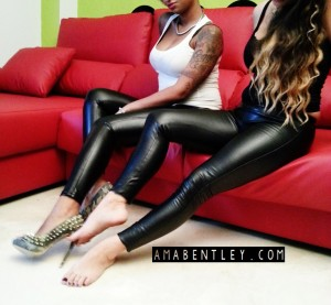 FETICHISMO DE PIES con AMA BENTLEY AND VICKY DOM 25
